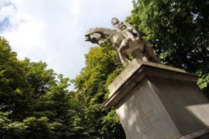 Place des Vosges Paris Statue Louis XIII