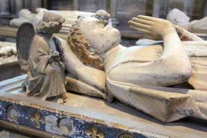 Angelot sur gisant à la Basilique Saint-Denis