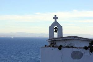 clocher mer mediterranee ciel bleu