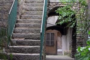 Escaliers dans la vieille ville de Sartène en Corse
