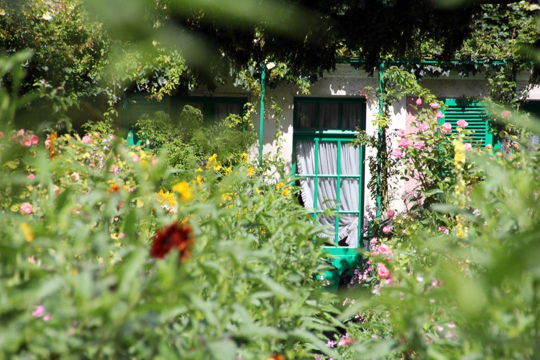 Maison et jardins de claude monet giverny happy us book for Photo de jardin de maison