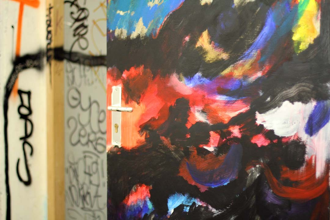 Porte taguée colorée