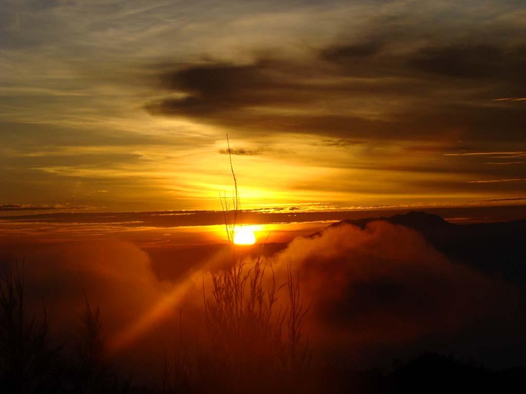 Lever de soleil au Mont Bromo à Java en Indonésie