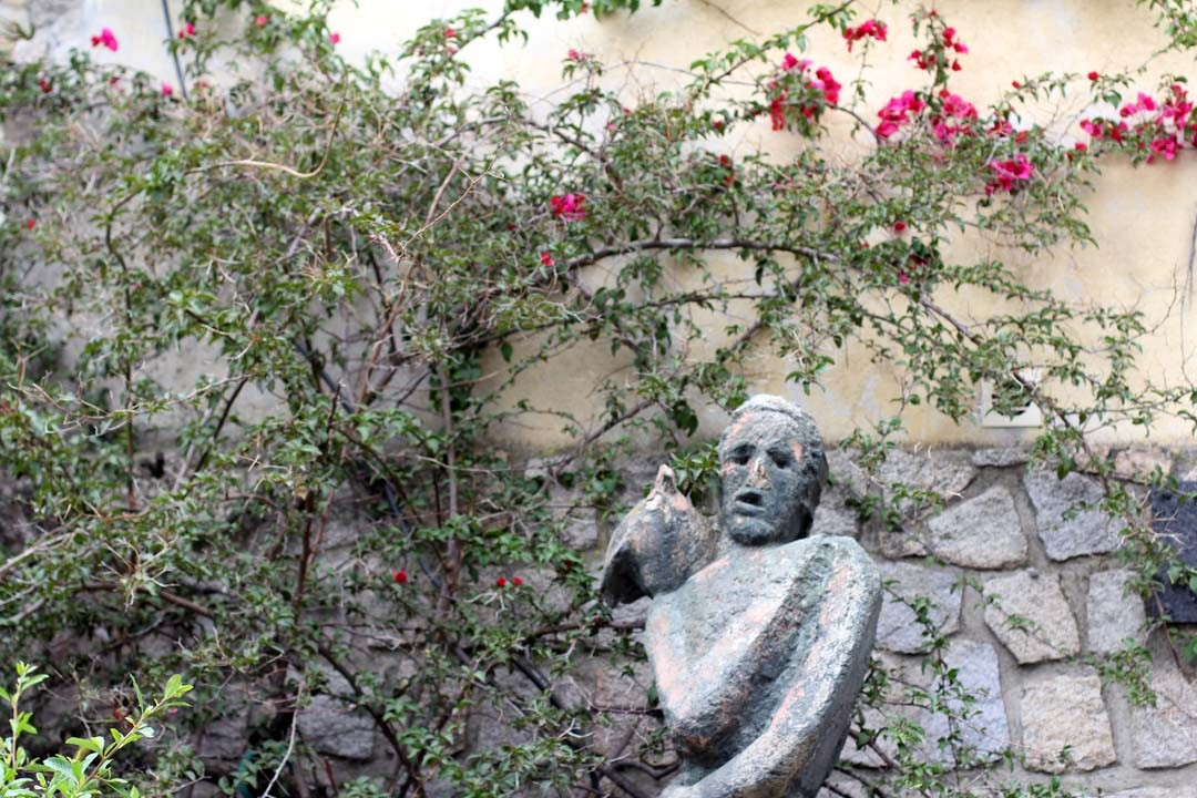 Statue dans la ville de Sartène en Corse du sud