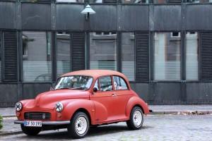 Vieille voiture danoise rouge