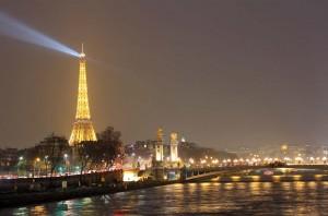 Vue sur Tour Eiffel de nuit