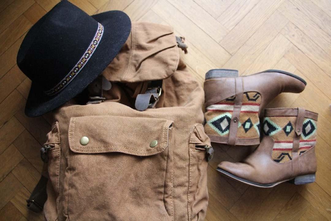 Sac à dos photo Happy Us Book boots navajo et chapeau