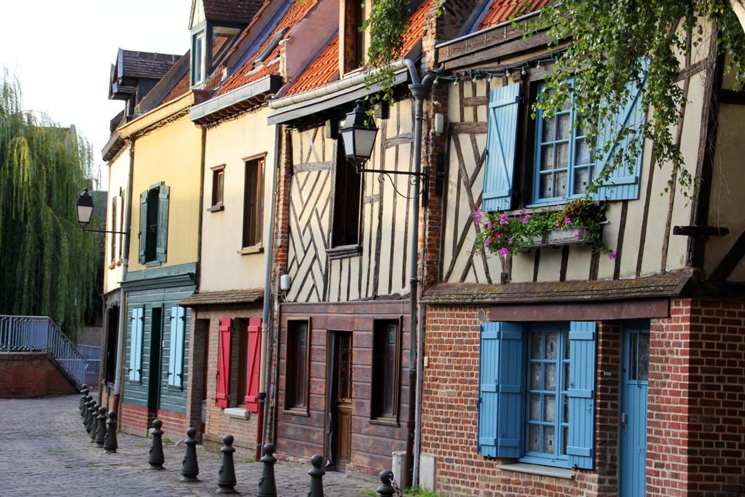 Balade amiens et quartier saint leu happy us book for Animateur maison de quartier