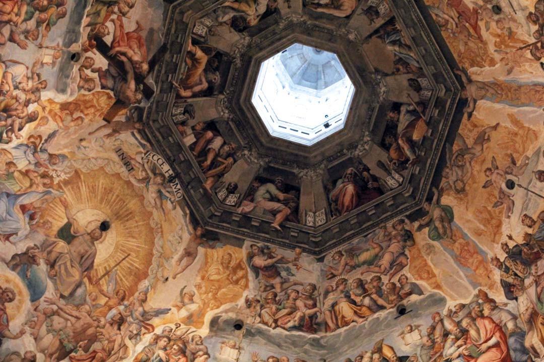 Duomo à Florence avec la coupole de Brunelleschi fresque jugement dernier Vasari