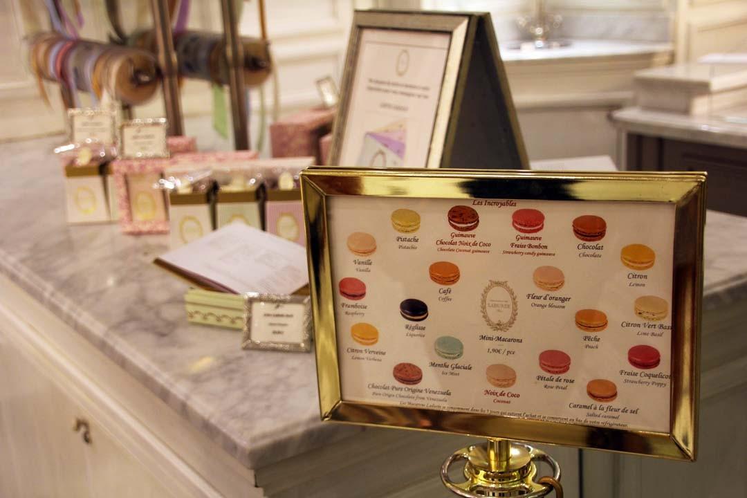 Boutique Ladurée à Paris macarons