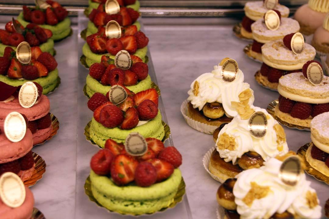 Boutique Ladurée à Paris pâtisseries