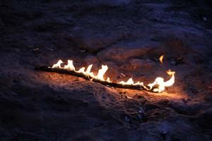 feu de camp sur la plage