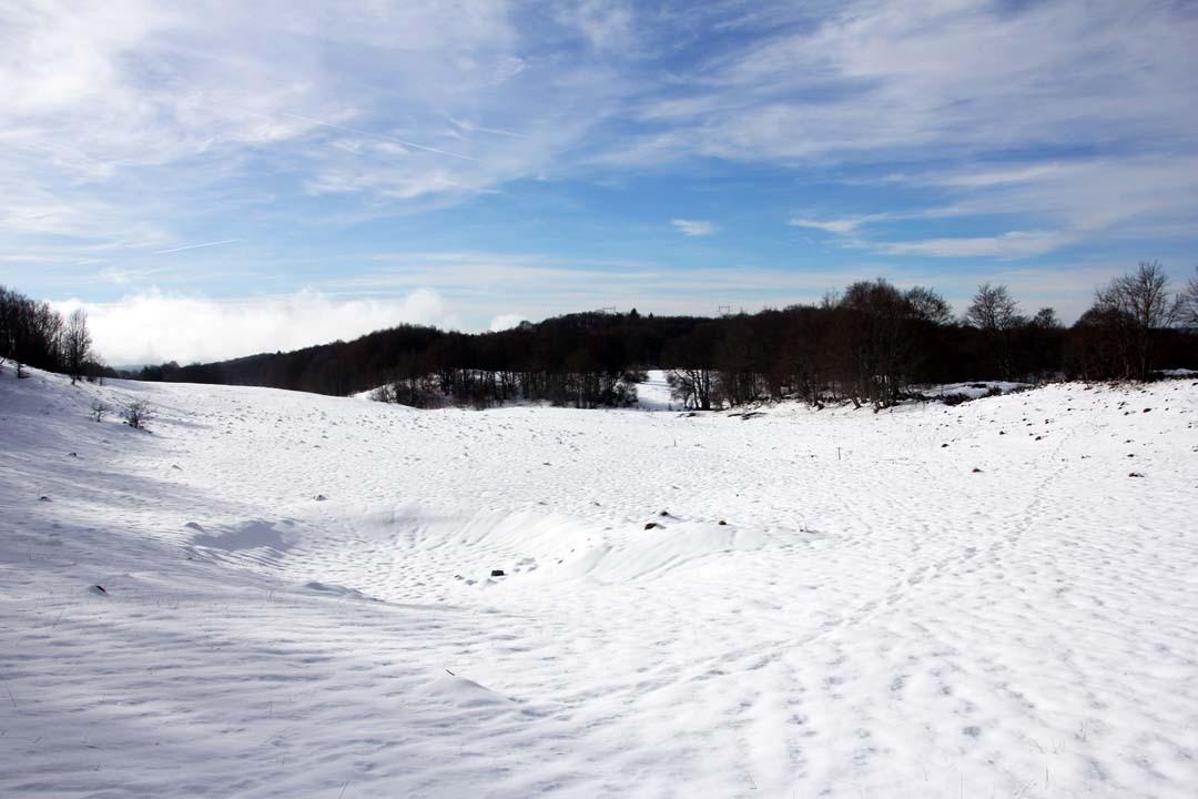 Montagnes du Jura enneigées