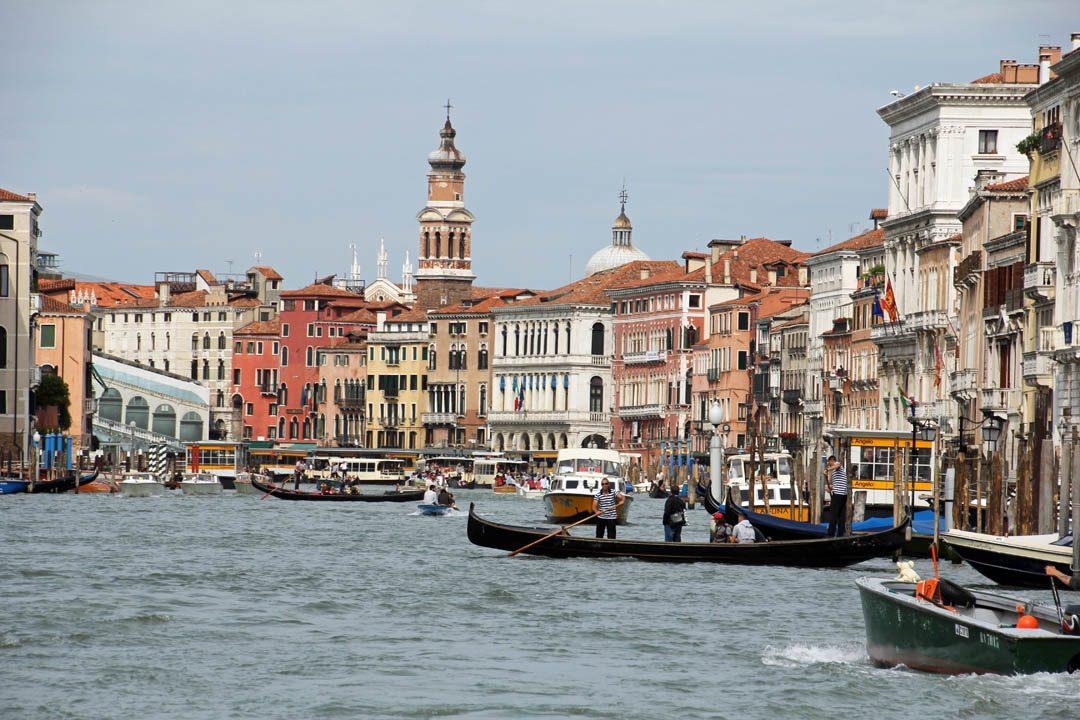 Venise et ses canaux et gondoles