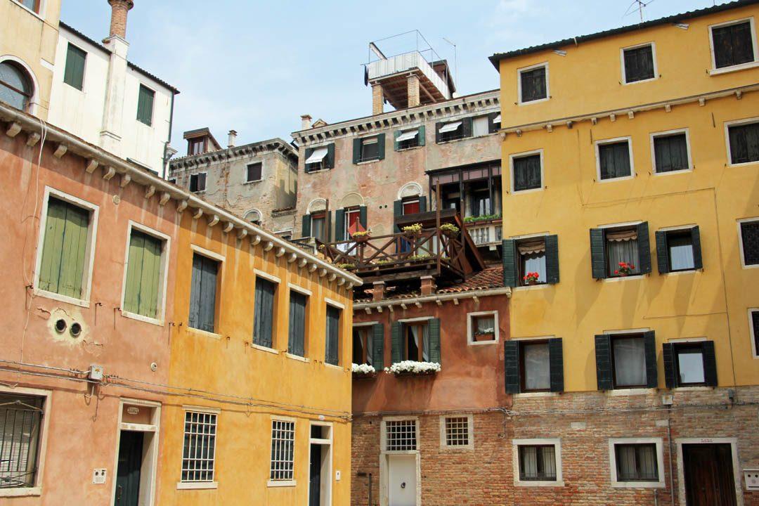 Architecture dans les rues de Venise