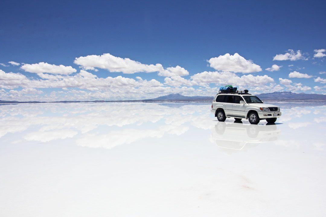 Pluie au Salar d'Uyuni en Bolivie
