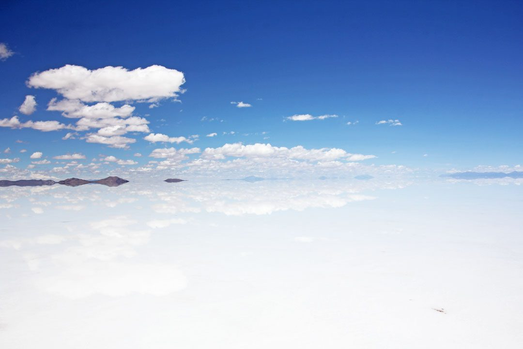 Eau sur le Salar d'Uyuni en Bolivie