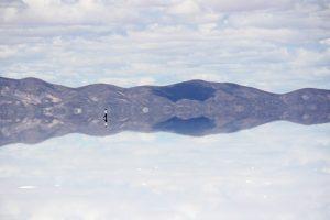 Illusions d'optique au Salar d'Uyuni en Bolivie