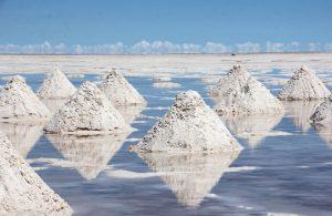 Sel et lithium au Salar d'Uyuni en Bolivie