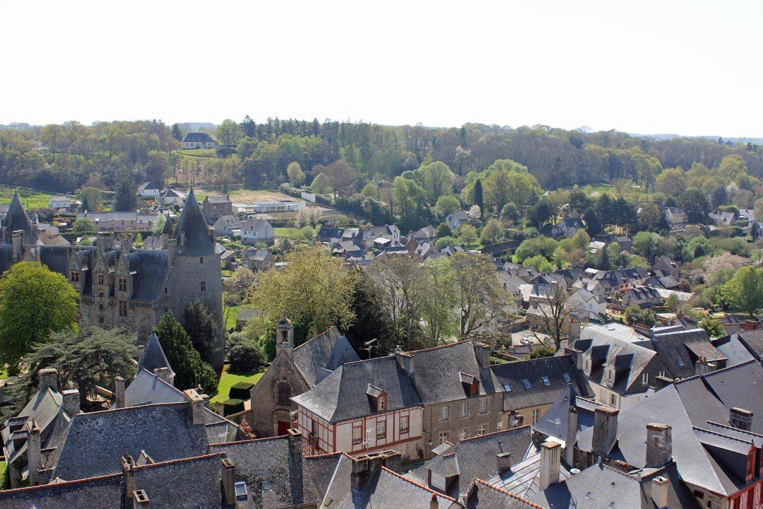 Vue sur Josselin à Brocéliande en Bretagne