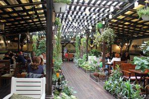 Bar-restaurant Journey à Bucarest