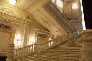 Escaliers du Parlement roumain à Bucarest