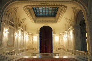 Escaliers Parlement roumain à Bucarest