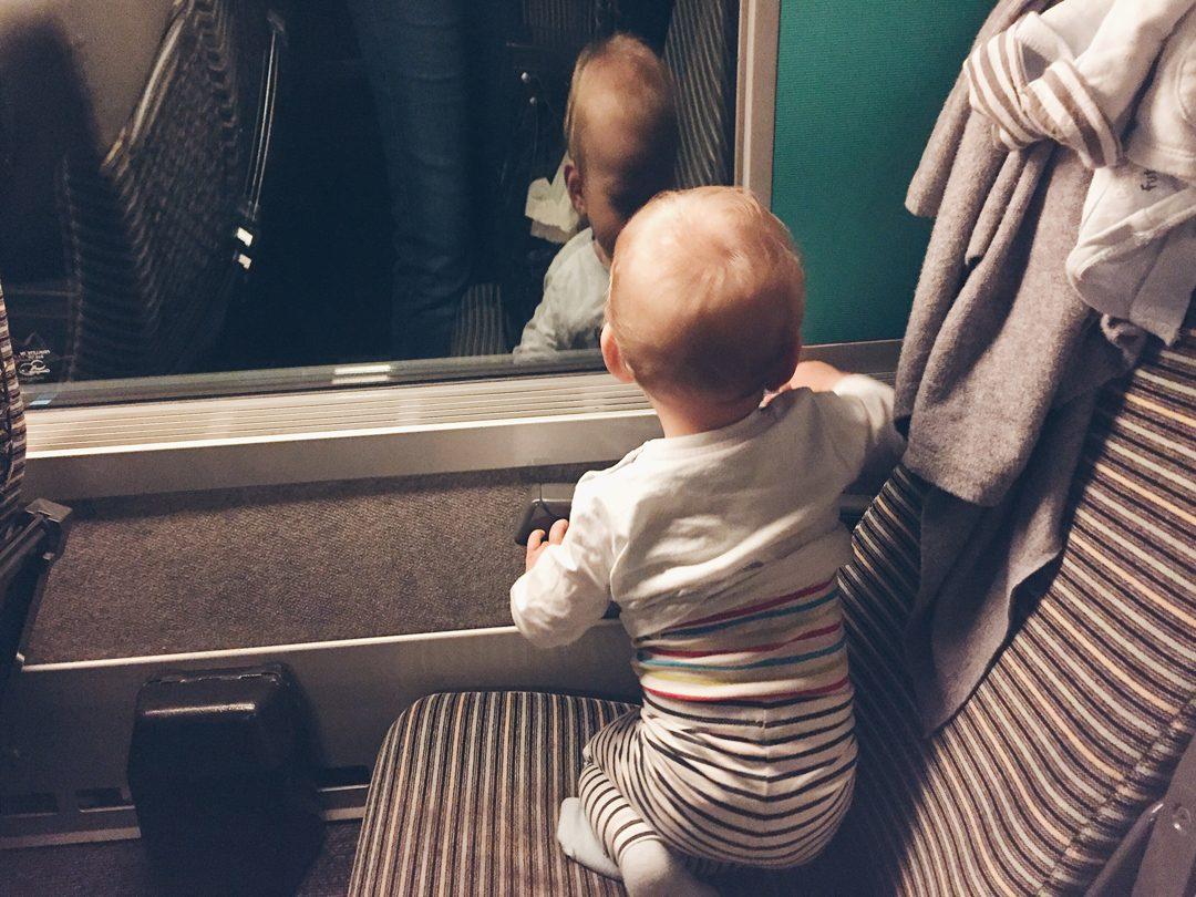 Prendre le train avec un bébé | www.happyusbook.com