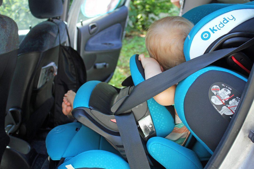 Voyager avec bébé, road-trip, voiture avec un bébé | www.happyusbook.com