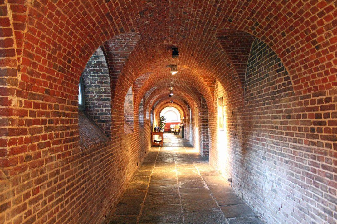 Caves voutées dans un ancien couvent belge