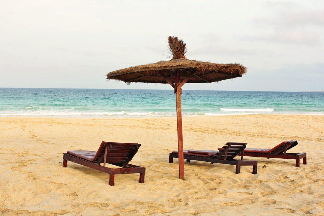 Plage paradisiaque sur l'île de Boa Vista au Cap Vert