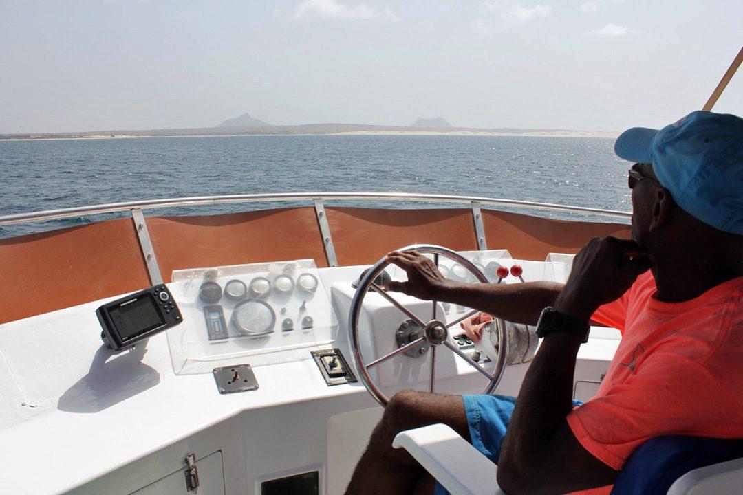 Bateau sur l'île de Boa Vista au Cap Vert