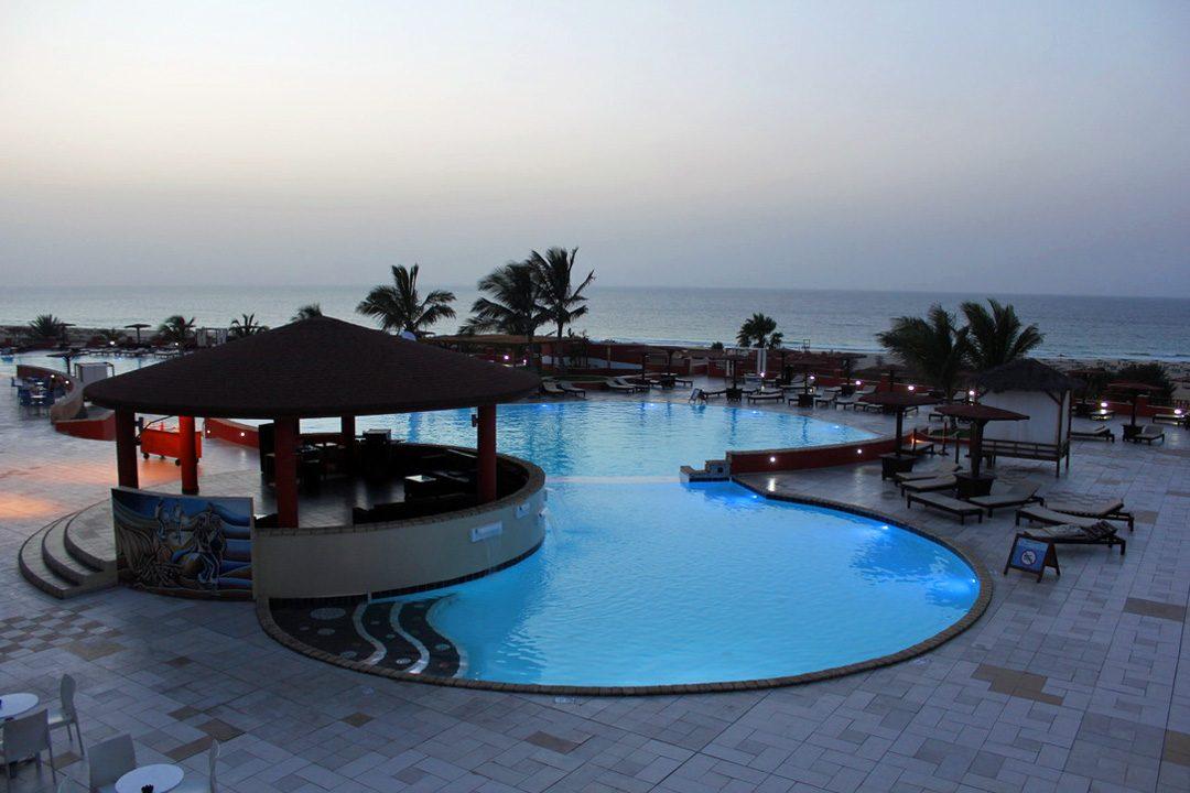 Piscine paradisiaque au Club Jet Tours Royal Boa Vista au Cap Vert