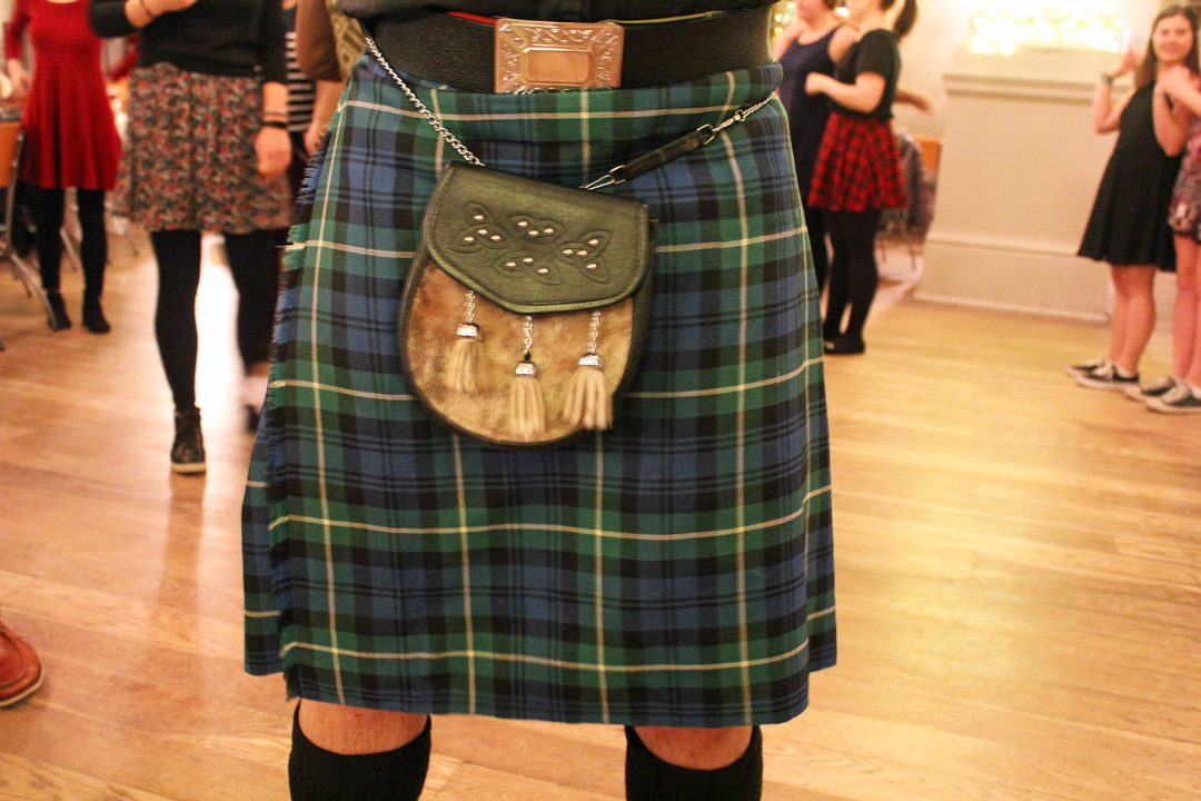 Le fameux kilt écossais avec motif tartan