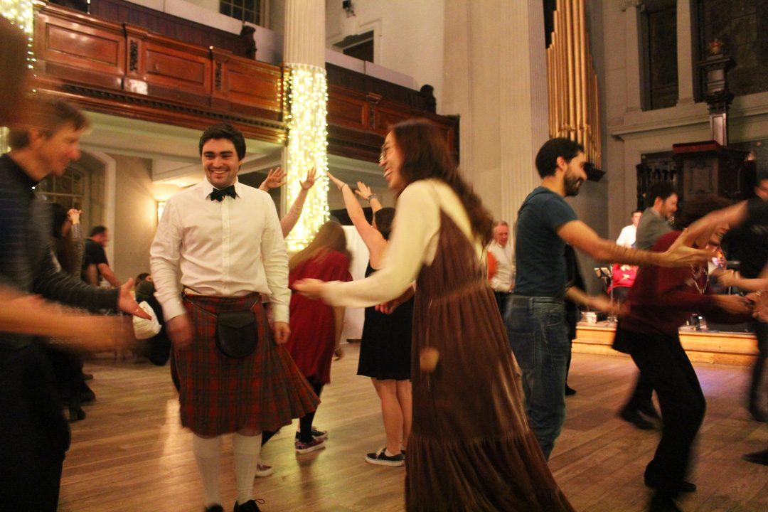 Initiation à la danse écossaise lors d'uneCeilidh