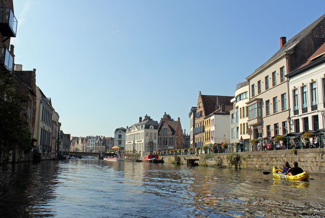 Canoë sur les canaux de Gand