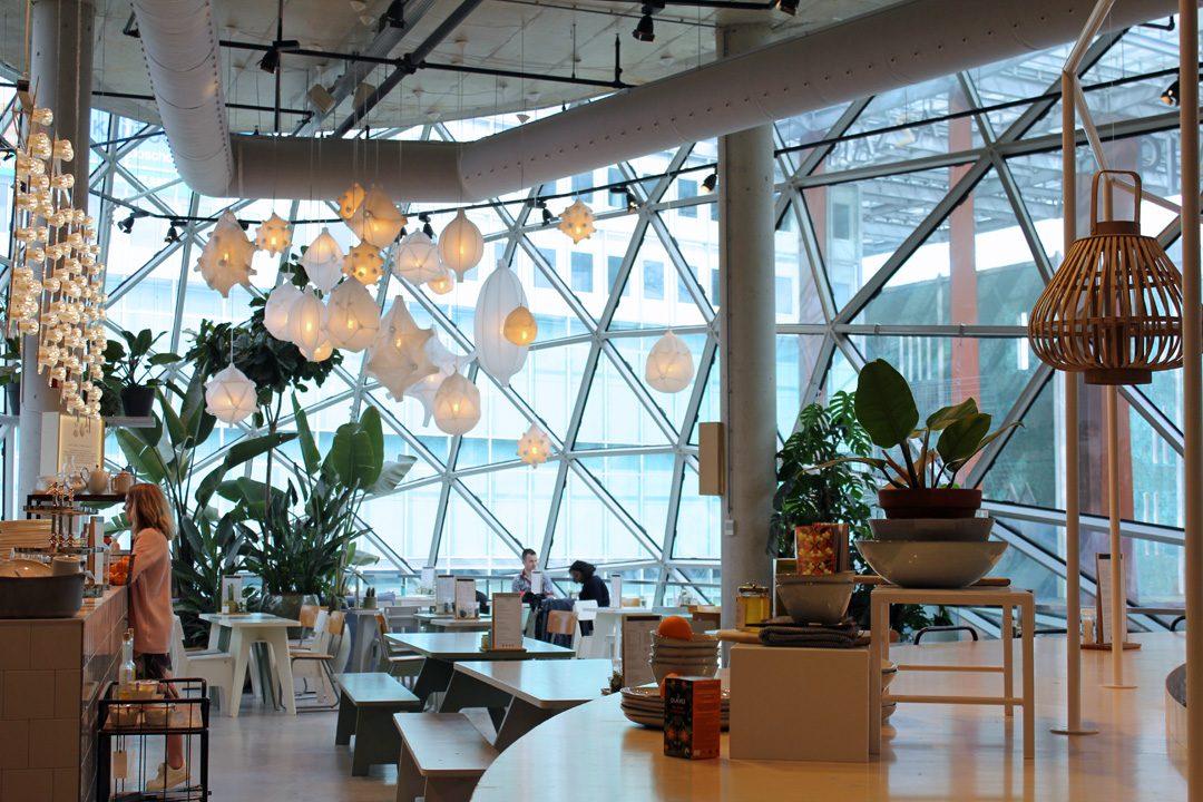 Café à l'étage du Bolb à Eindhoven