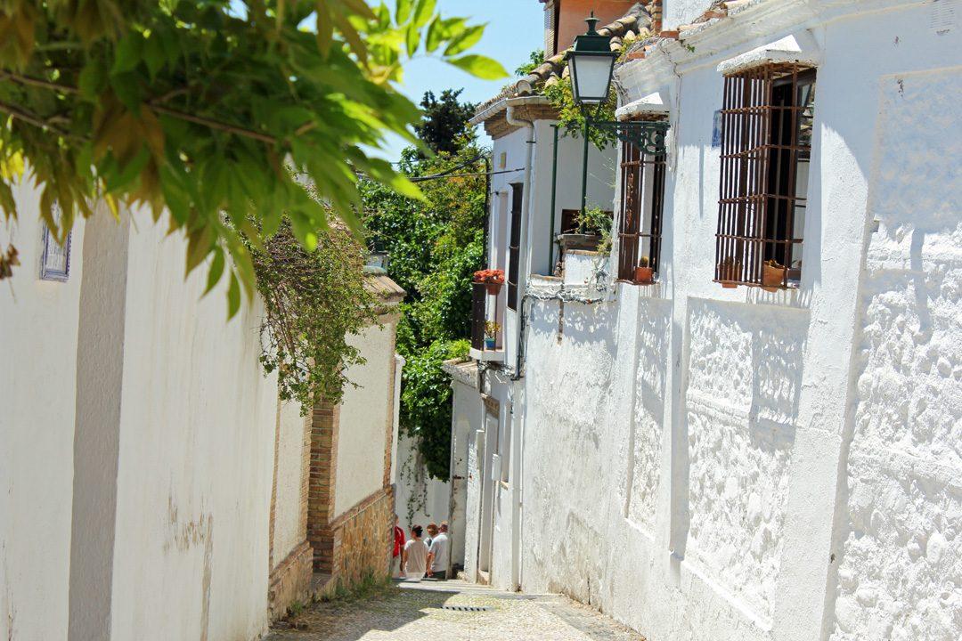 Rues du quartier de l'Albaicin à Grenade en Andalousie